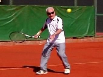 Самым пожилым теннисистом мира признан аргентинец армянского происхождения