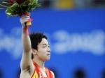 Китайский гимнаст занимается попрошайничеством