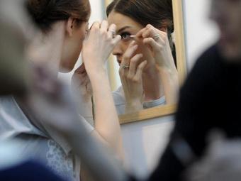 Тенденции летнего макияжа: в моде оттенки бежевого и голубого