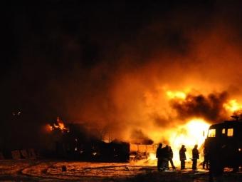 Пожар наскладе вПодмосковье тушат девять расчетов