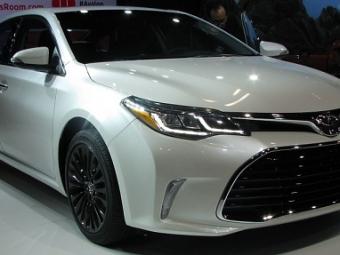 Toyota дразнит тизером обновлённого седана Avalon