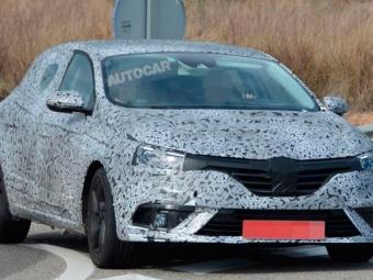 Renault Megane иLaguna попали вобъектив фотошпионов