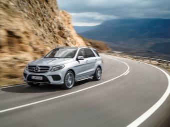 Компания Mercedes-Benz рассекретила новый GLE 2016 вофициальных видео