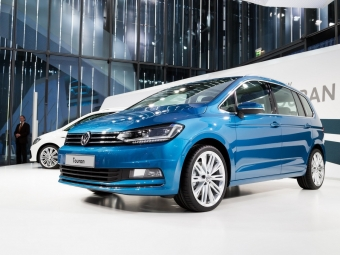 Volkswagen объявил стоимость нового Touran вГермании