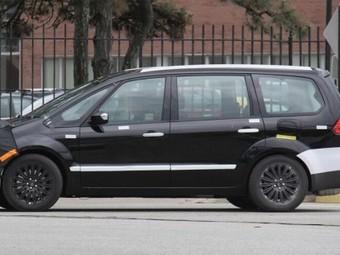 Новый Ford S-Max может получить необычные сдвижные двери