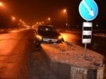 НаКлочковской Mercedes влетел востровок безопасности