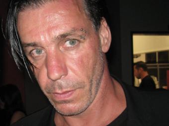 Наавтограф-сессии свокалистом Rammstein пострадало около 50 человек