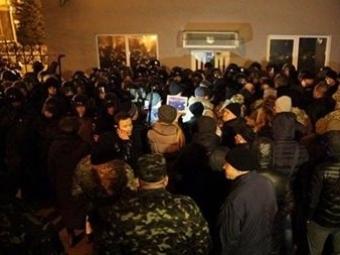 Митингующие ожидают встречи сПорошенко— Протесты подАП