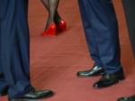 Депутатов ичиновников, имеющих долги покредитам, могут оставить без зарплаты— СМИ