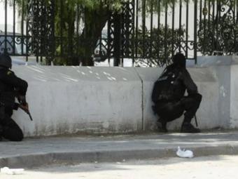 ВТунисе вооруженные боевики взяли взаложники туристов— СМИ