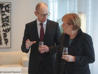 Украина нуждается еще вбольшей помощи поскольку защищает Европу— Яценюк