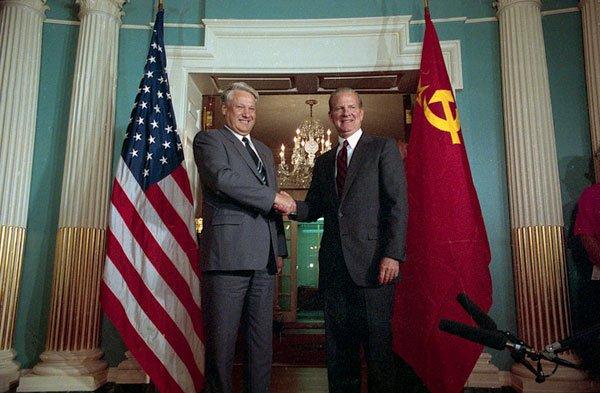 Россию следовало принять вНАТО— Экс-госсекретарь США