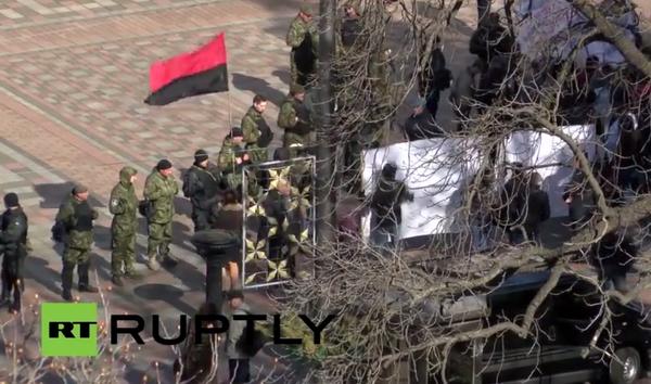 """""""Правый сектор"""" пикетирует здание Верховной Рады"""