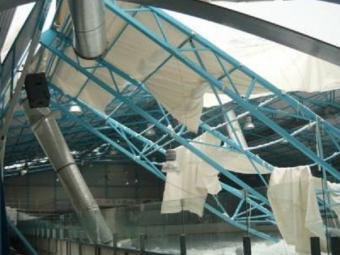 Крыша спорткомплекса обрушилась вЧеркесске из-за сильного снегопада, пострадавших нет