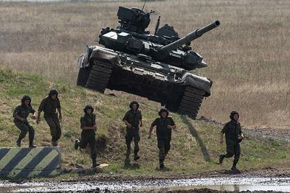 ВНАТО обвинили Россию впоставках оружия навосток Украины