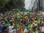Бразилия: намитинги против коррупции вышли сотни тысяч