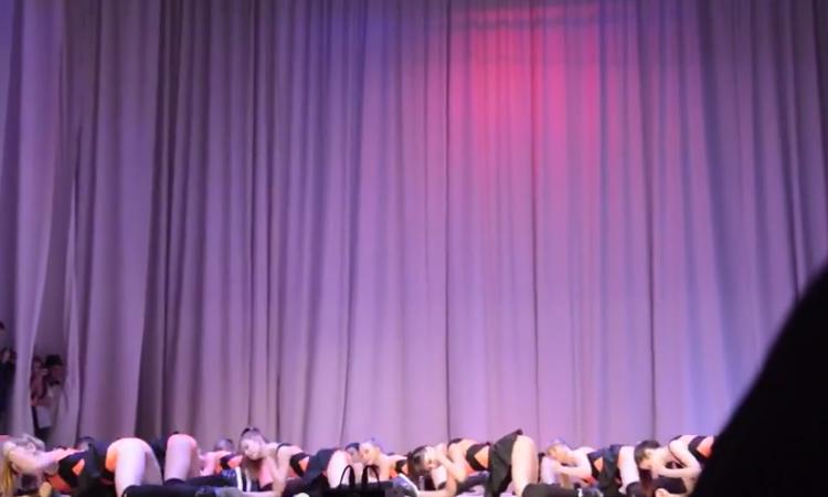 «Эротический танец» российских школьниц— Новый хит YouTube