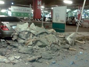 Вомской МЕГЕ наавтопарковке рухнул потолок