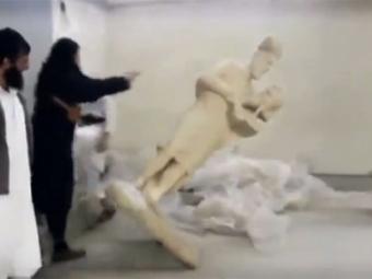 БоевикиИГ сожгли виракском Мосуле старинное 90-килограммовое Евангелие