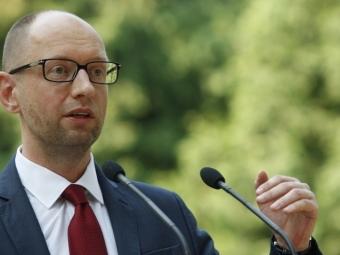 Яценюк вновь попросил уСША оружия
