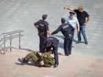 Человек вкамуфляже сжелезным прутом атаковал машины усвердловского Заксобрания