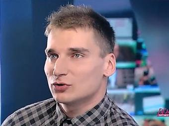 Боевики ДНР отпустили журналиста «Новой газеты» стравмой глаза [ Редактировать ]