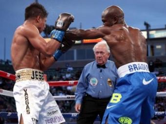 Судья на5 секунд раньше доэтого остановил бой испас боксера отпоражения