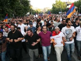 Премьер Армении обвинил митингующих вдестабилизации ситуации встране