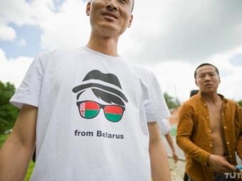 ОстроВ: Вреспублики Белоруссии колонна китайских гастарбайтеров движется наМинск, протестуя против невыплаты зарплаты