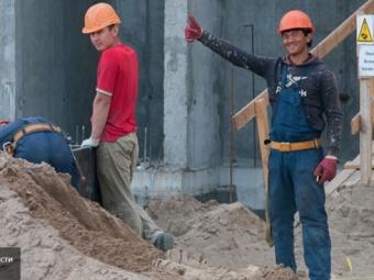 Путин приравнял работающих непопрофессии мигрантов кнелегалам
