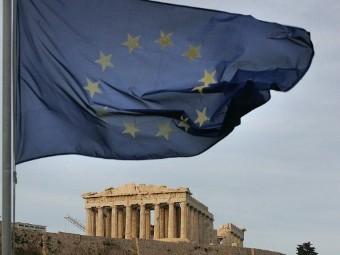Частные инвесторы согласились списать половину долга Греции