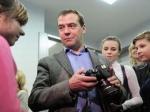 Воспитанники ивановского детдома подарили чете Медведевых сделанные своими руками игрушки