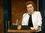 Главный оппонент губернатора ХМАО заработал в 40 раз больше нее