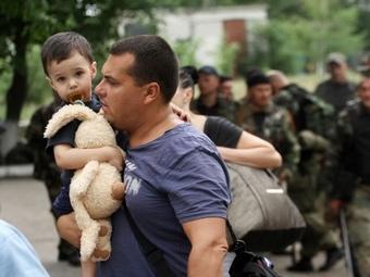 Порошенко распорядился организовать эвакуацию мирного населения на юго-востоке Украины