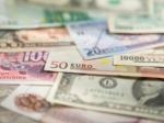 Наоткрытии торгов рубль дешевеет