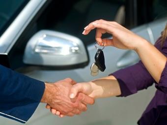 Эксперты утверждают, покупатели все чаще пересаживаются наподержанные авто