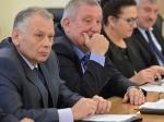 Путин, Медведев иостальные сотрудники администрации президента доконца года неполучат повышение зарплаты