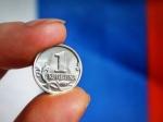 Рубль выигрывает удоллара иевро при открытии торгов всреду