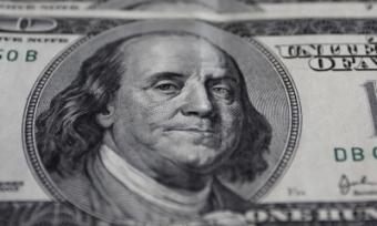 Стоимость доллара составляет приблизительно 53 рубля— ММВБ