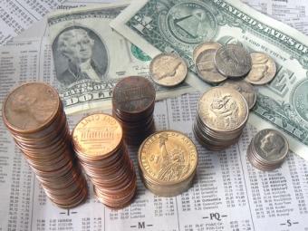 Цены на«черное золото» ниже— курс доллара выше: стоимость американской валюты превысила 57руб.