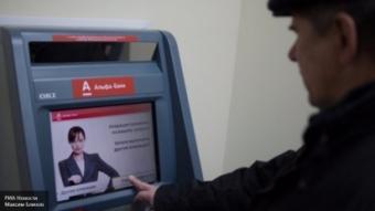 Альфа-банк возобновил обслуживание карт