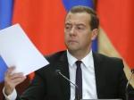 Медведев предложил подумать опонижении госпошлин при оформлении документов
