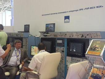 АО «Ижевский электромеханический завод «Купол» представил на «Международном военно-морском салоне–2015» натурные образцы автономного боевого тренажера командира и оператора