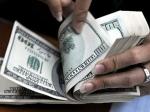 Топ-менеджерам американских банков урежут бонусы на треть