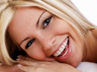 Стоматологи нашли альтернативу зубной щетке и нити