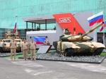 """""""Уралвагонзавод"""" показал Т-90С и """"Терминатора"""" на выставке в Париже"""