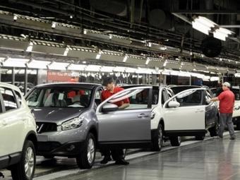 Продажи автомобилей в России за последний месяц сократились более, чем на четверть