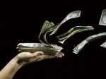По данным Банка РФ отток капитала составит $120 млрд. за 2015 год