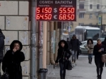Курс доллара отступил ниже 52,5 рублей