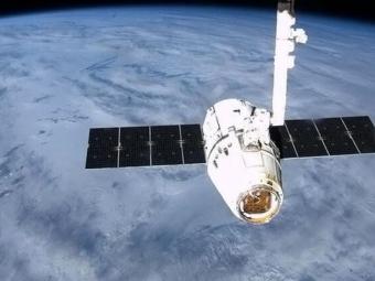 Частный космический грузовик Dragon покинул МКС— НАСА